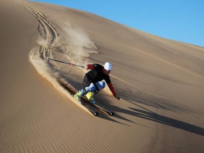 Skijanje u Namibiji po peščanim dinama